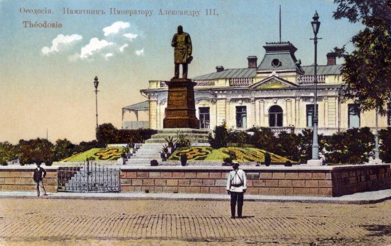 Памятник императору Александру III в Феодосии
