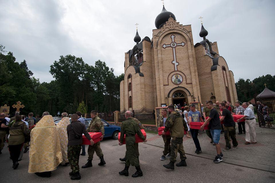 Церемония перезахоронения останков красноармейцев в Гайновке. Фото: RSKO/Facebook