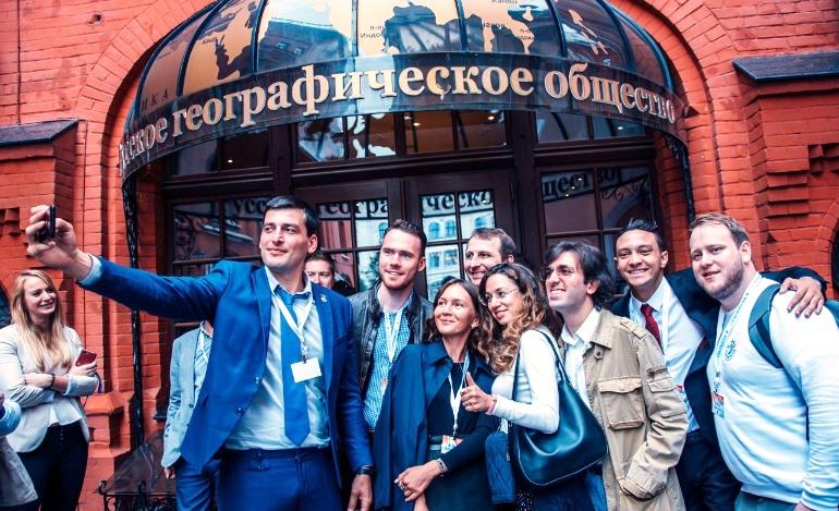 Участники международной молодёжной летней школы РГО «География для всех». Фото: rs.gov.ru