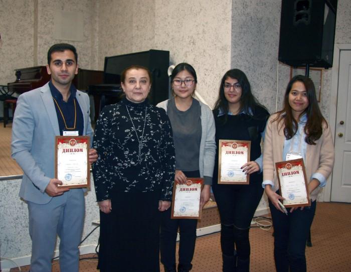Елена Барышникова с победителями предыдущей, XV-й олимпиады