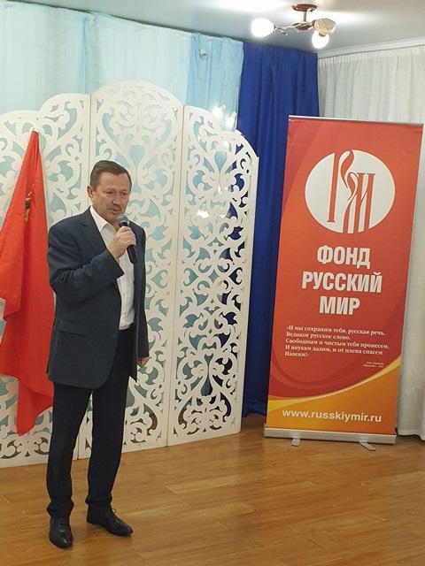 Студентов напутствовал исполнительный директор фонда «Русский мир» Владимир Кочин