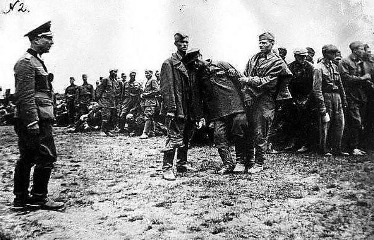 Из трофейных фотографий, изъятых у пленных и убитых солдат вермахта
