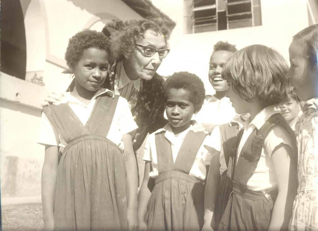 Е. В. Антипова с детьми. Фото: museus.cultura.gov.br### http://museus.cultura.gov.br/