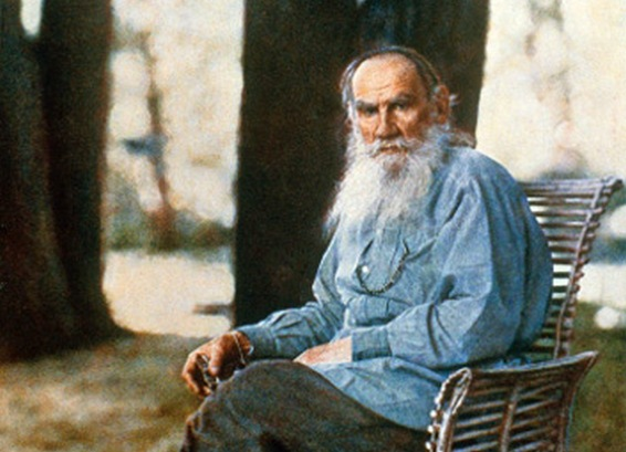 Picture: colored portrait picture of Leo Tolstoy in Yasnaya Polyana created by Sergei Prokudin-Gorsky in May 1908/wikimedia.org