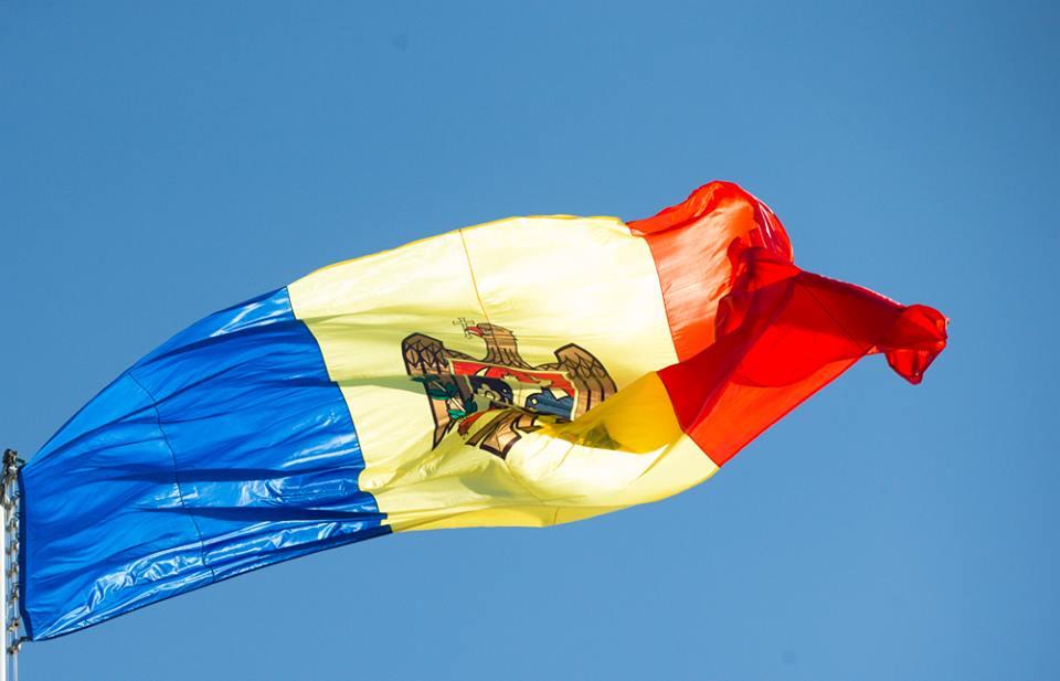 Лидер социалистов Молдавии Додон обогнал навыборах президента своего конкурента Майю Санду