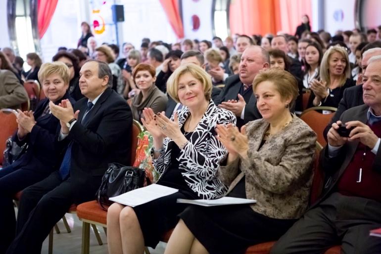 Cтоянка Почеканска на мероприятии МПО с коллегами – Еленой Матьякубовой (Латвия), руководителем МПО, и Владимиром Захаровым (Россия), членом координационного совета МПО
