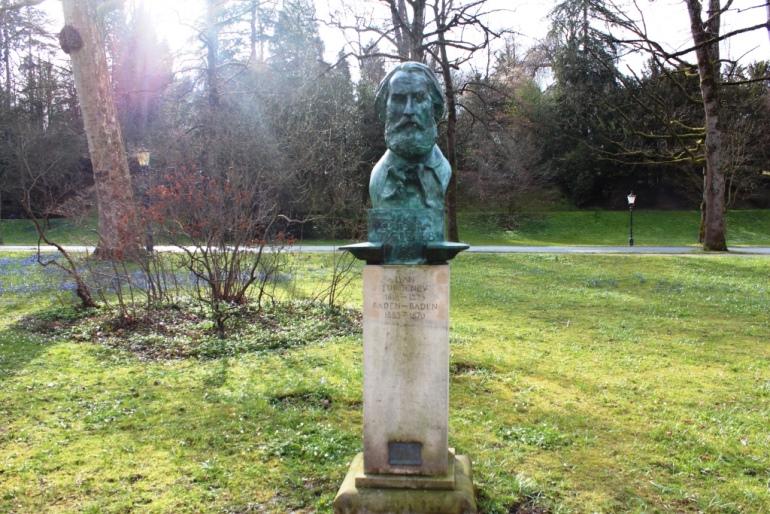 Памятник И. С. Тургеневу в Баден-Бадене. Фото:  okapustina.blogspot.com