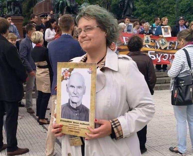 На акции «Бессмертный полк». Фото: страница С. Ярмолюк-Строгановой в «Фейсбуке»