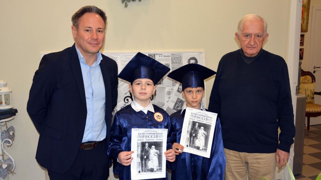 Серж и Александр Гревенецы с юными участниками проекта