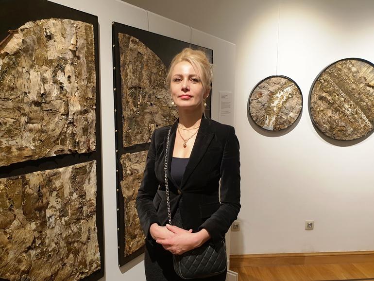 Инесса Королёва (Шульц) и её панно из бересты